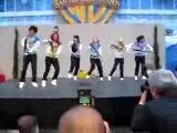 девчонки просто супер)танцуют в 4 стилях)хип хоп, робот, поппинг и брейк)просто МЕГО! =)